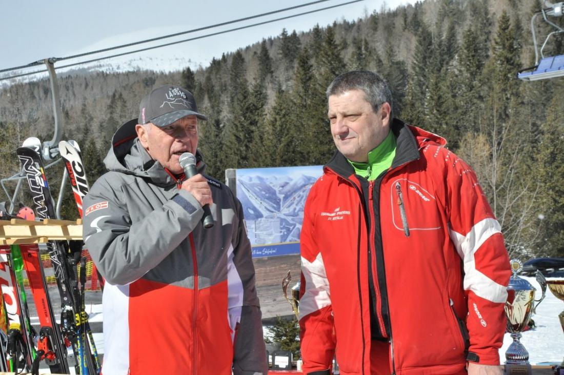 Referatsleiter Mastersrennsport Alpin des ÖSV Ing. Gerd KÖHLER und ESV-Obmann Karl JARITZ bei der Siegerehrung zum Super-Ghrung zum Super-G