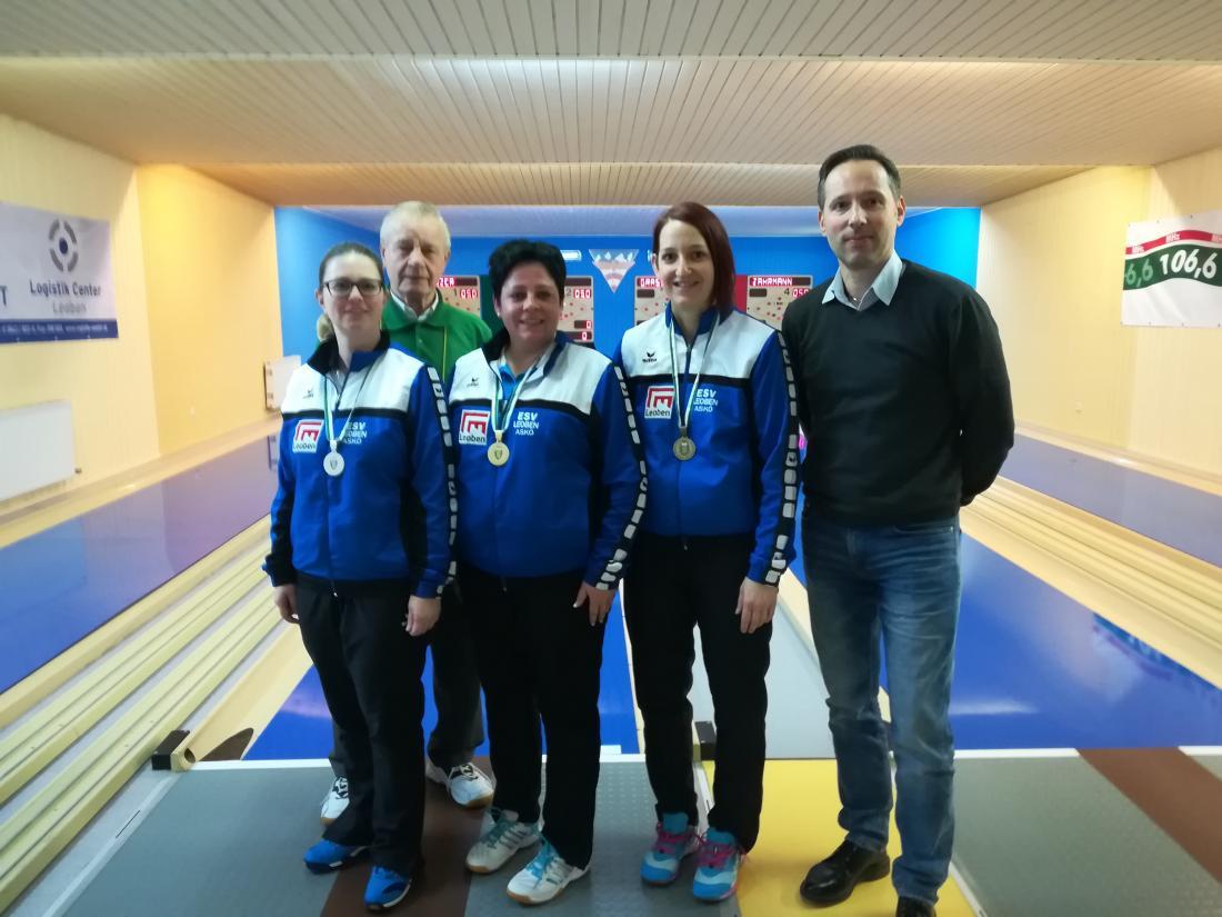 Foto 2 v.l. Damen: 2.Platz Haubmann Manuela 1.Platz Wallner Carmen 3.Platz Postl-Messner Sabine Präsident LV Steiermark Guttmann Andreas.