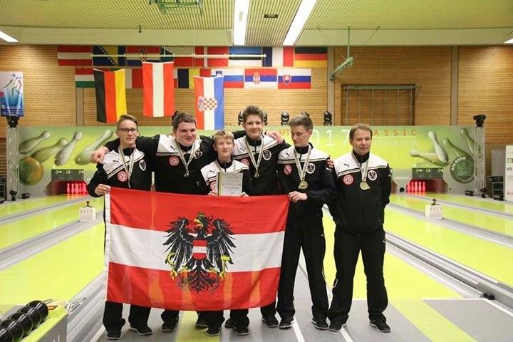 Die Weltmeistermannschaft: von links Marco LINZER (ESV Leoben), Matthias ZATSCHKOWITSCH, Lukas TEMISTOKLE, Stefan HERZOG, Andreas EISL, Trainer Bernhard GEISSLER