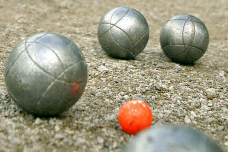 Petanque ist der ideale Freizeit- und Feierabendsport – zum Entspannen genauso geeignet wie zum Wettkampf.